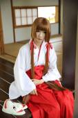 Japanese Women in Traditional Dress Miko — Stock Photo