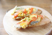 Smoked salmon and Scrambled egg on bread — Stock Photo