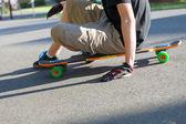 Longboarder Sitting — Stock fotografie