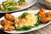 Chicken Wings with Noodles and Spinach — Stock Photo