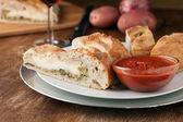 Stromboli en tranches fraîche farcies pain — Photo