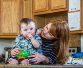 Mother Plays With Her Baby — Stock Photo