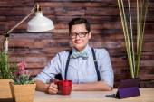 Dapper Woman in Stylish Office at Wood Desk with Mug — Stock Photo