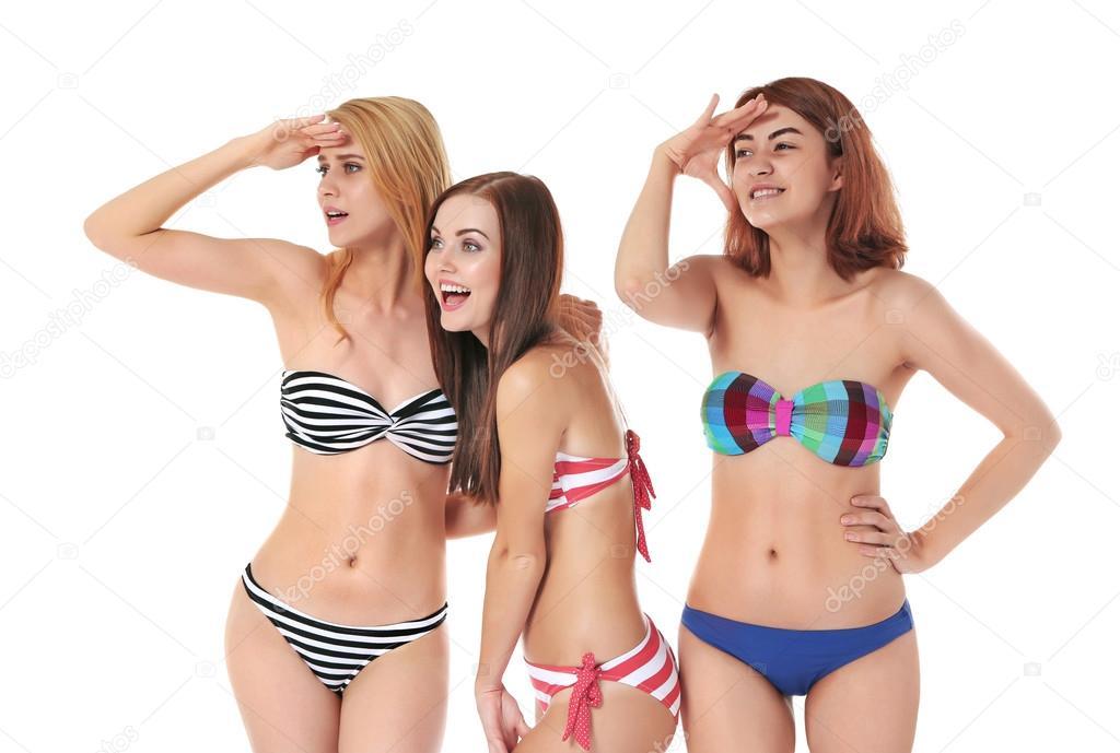 Молодые в купальниках фото 536-288