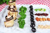 Fried aubergine on a tray with cottage cheese, bread and parsley on a napkin — Stock Photo
