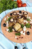 Fried aubergine with cottage cheese and parsley on a round cutting board on a napkin — Stock Photo
