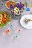 等待客人的餐具的自助表 — 图库照片