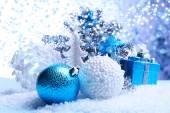 Vánoční ozdoby na světlé pozadí — Stock fotografie
