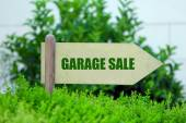 Garage sale sign at park — Stock Photo