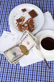 Check, money and remnants of food and drink on table close-up — Stock Photo