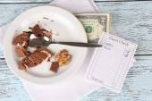 Check, money and remnants of food on table close-up — Stock Photo