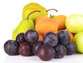 孤立在白色的成熟水果 — 图库照片
