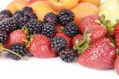 Ripe fruits and berries close up — Stockfoto