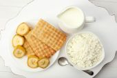 Delicious breakfast with milk, cookies and cottage cheese — Stock Photo