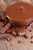 Sweet chocolate cream in bowl on table close-up — Foto Stock