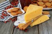 Cheese and crackers on wooden table close-up — Stock Photo
