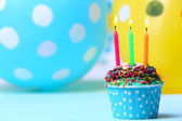 Delicious birthday cupcake on table on bright background — Foto de Stock