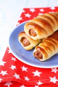 Baked sausage rolls on plate on table close-up — Stock Photo