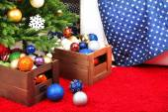 Lots of Christmas balls on floor in festive interior — Stock Photo
