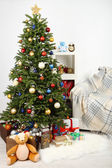 Decorated Christmas tree on home interior background — Stock Photo