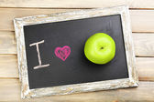 I love apple written on chalkboard, close-up — Stock Photo