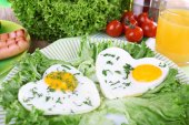Scrambled eggs with sausage and vegetable — Stock Photo