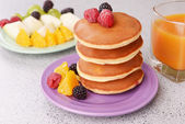 Pancake with fruits and berries on plate on table close up — Stock Photo