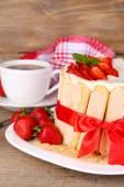Tasty cake Charlotte with fresh strawberries — Stock Photo