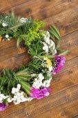 Wildflower wreath background — Stock Photo