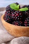 Wooden bowl of blueberries on sacking napkin — Stock Photo