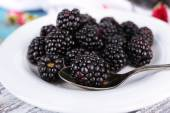 Sweet blackberries on plate — Stock Photo