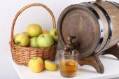 Still life with tasty apple cider and fresh apples — Stock Photo