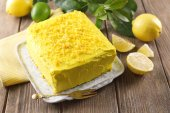 Tasty lemon cake on wooden table — Foto Stock