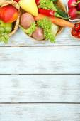 Summer frame with fresh organic vegetables and fruits on wooden background — Stock Photo