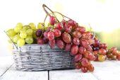 Bunches of ripe grape in wicker basket — Stock Photo