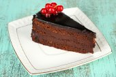 Chocolate cake with fresh berries — Zdjęcie stockowe