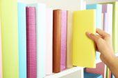 Colheita manual na biblioteca — Foto Stock