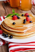 Sweet pancakes with berries on table close-up — Stock Photo