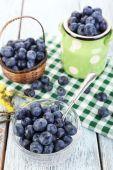 Fresh blueberries on wooden table — Foto Stock