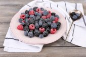 Iced berries on plate — Foto Stock