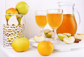 Still life with tasty apple cider and fresh apples — Foto Stock