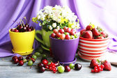 Still life with berries and flowers — Stock Photo