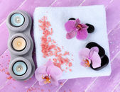Orchid flowers, spa stones, candles and towel — Stockfoto