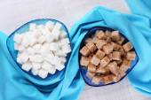 Brown and white refined sugar — Stockfoto