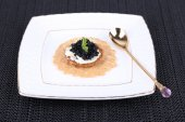 Caviar with crispy bread — Stockfoto