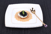 Caviar with crispy bread — ストック写真