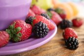 Strawberries and blackberries on table close up — Stock Photo