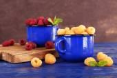 Red and yellow raspberries — Stock Photo