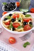 Spaghetti with tomatoes, olives and basil — Stock Photo