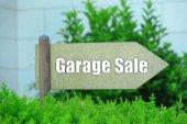 Garage sale sign at park — Stock Photo